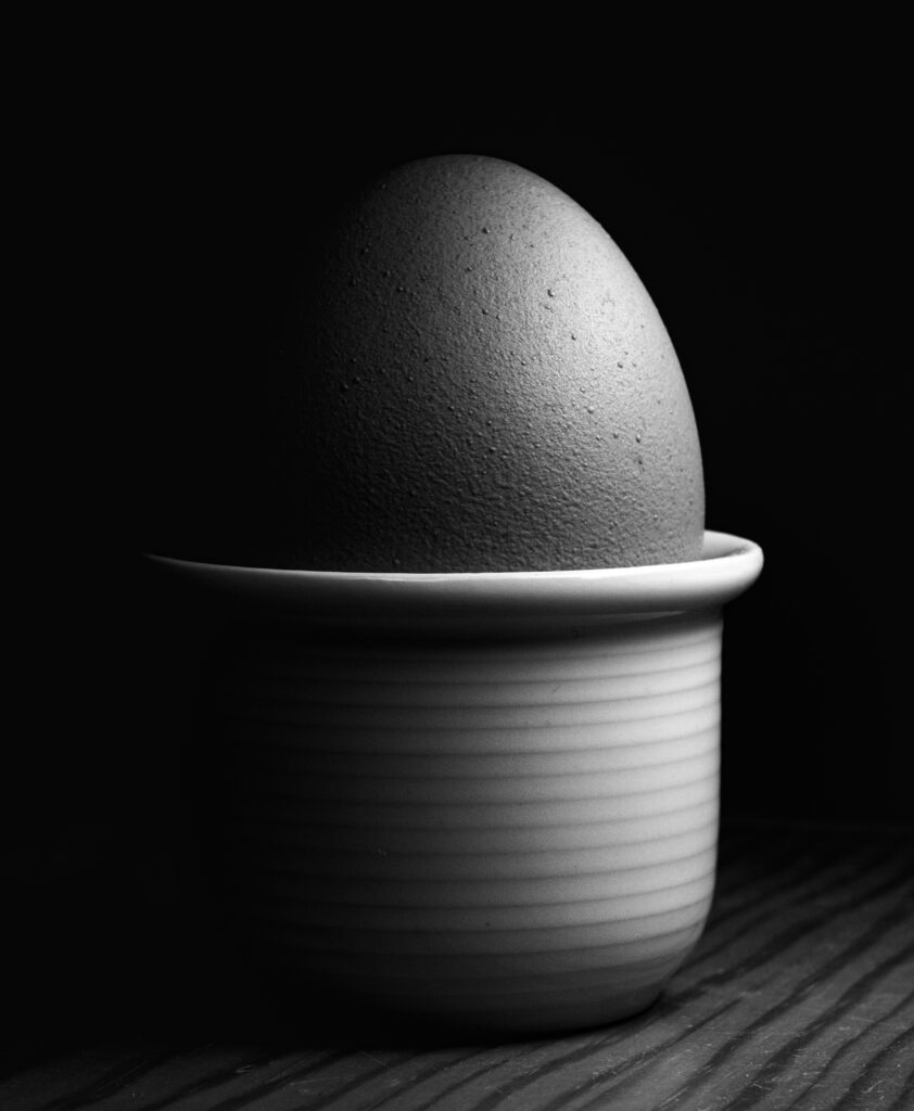 Image of an egg taken by using the light painting technique